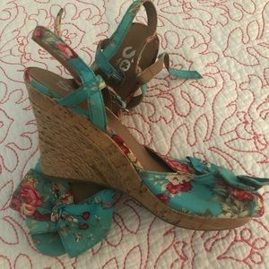 So Wedge Sandals with Teal Floral Print